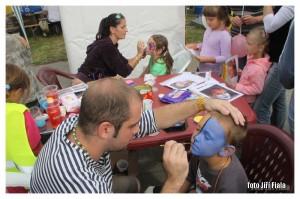 šikovné ruce malířů proměnili dětské obličeje ve fantasické obrazy