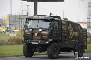 černou Tatru Bonver Dakar týmu pilotuje Tomáš Vrátný