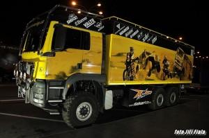 Nový přírůstek stáje KM Racing team - doprovodný MAN TGS 6x6